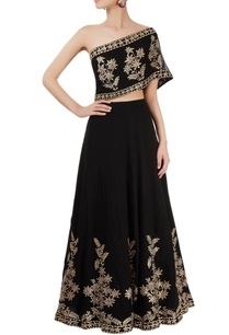 black-skirt-set-with-embroidery