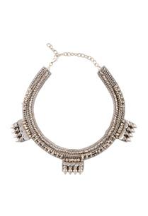 silver-studded-novel-necklace