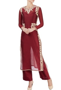maroon-kurta-with-off-white-appliques