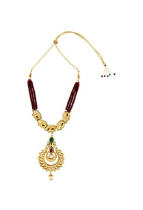 red-beaded-necklace-with-gold-pendant