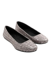 two-tone-woven-grey-flats