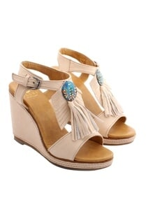 off-white-wedges-with-fringes