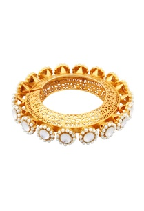 gold-bracelet-with-filigree-work