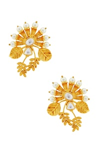 gold-leaf-motif-earrings-with-kundan-crystals
