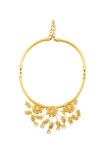 gold-necklace-with-floral-motifs