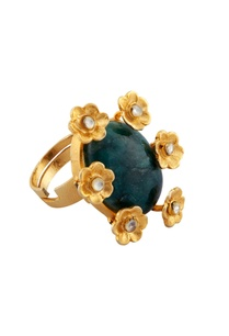 green-malachite-ring-with-floral-motifs