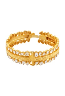 gold-bracelet-with-stamping-work