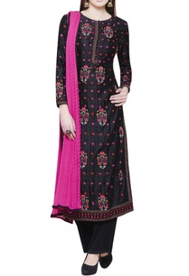black-kurta-with-embroidery-pink-dupatta