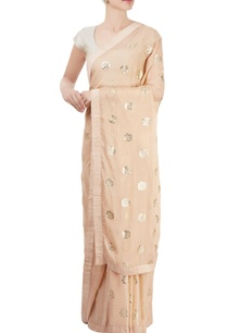peach-sari-with-floral-motif