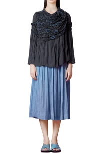 charcoal-grey-top-with-wrinkled-pleats