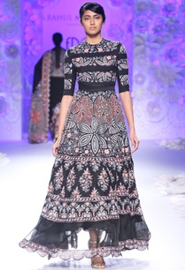black-girih-dress-with-embroidery