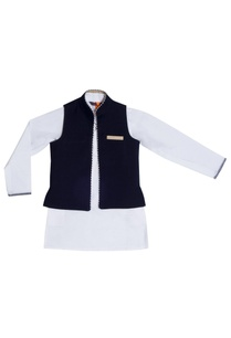 beige-kurta-with-black-reversible-jacket