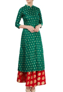 green-kurti-with-red-skirt