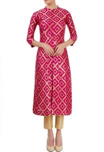 pink-kurti-with-floral-design