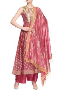 dark-pink-kurta-set-with-gold-enhancement