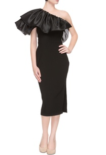 black-one-shoulder-dress-with-ruffled-neckline