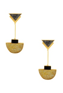 black-gold-highlighted-stone-earrings
