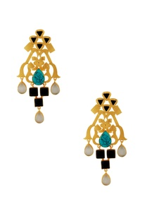 gold-earrings-with-white-black-stones