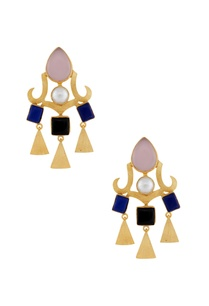 gold-earrings-with-triangle-danglers