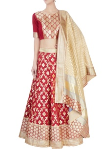 maroon-lehenga-set-with-floral-pattern