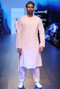 white-pleated-paneled-kurta