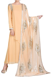 peach-kurta-set-with-boota-embroidery
