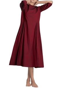 maroon-pleated-midi-dress