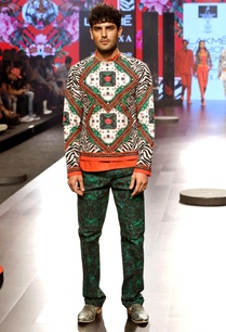 green-printed-trousers