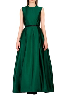 emerald-green-gown-with-slim-waist-belt