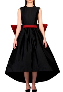 black-dress-with-oversized-bow