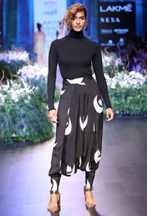 black-printed-dhoti-pants