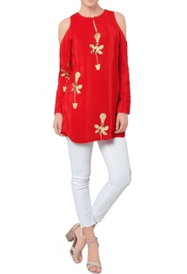 red-cold-shoulder-kurta-with-print