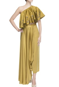 metallic-yellow-embellished-cape