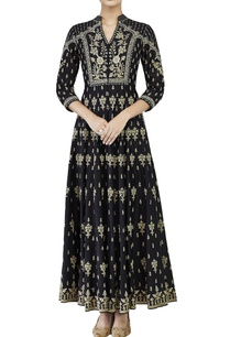 black-embroidered-long-kurta