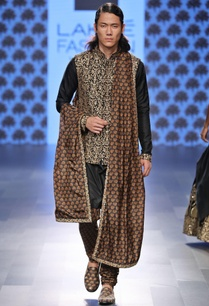 black-embellished-kurta-pleated-pants