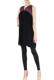 black-embroidered-tunic