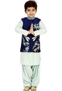 dragon-fly-embroidered-kurta-set