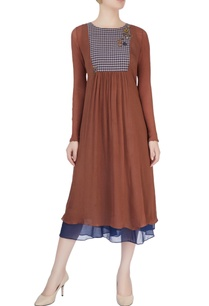 brown-midi-dress-with-decorative-buttons