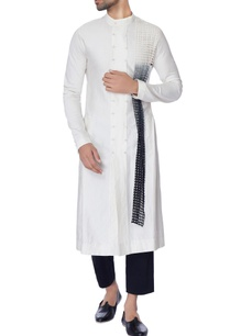 white-long-chanderi-kurta-with-mesh-panel-in-tie-dye