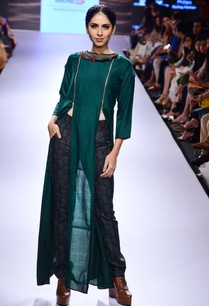 emerald-green-slit-tunic-printed-trousers