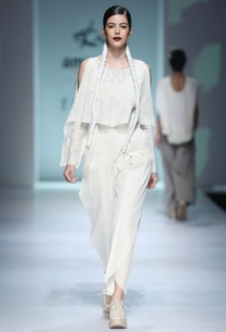 white-embroidered-top-pleated-trousers