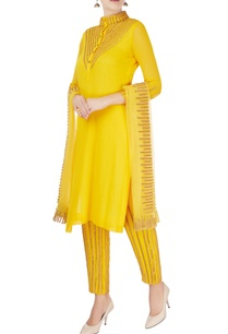 yellow-kurta-with-lace-embroidery