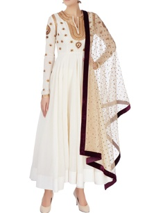 off-white-aari-embroidered-kurta-set