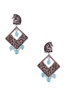 silver-diamond-shaped-earrings