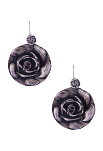 silver-rose-shaped-flat-earrings