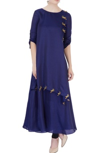 blue-kurta-with-embroidered-parrot-motifs