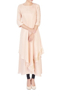 peach-embellished-asymmetric-long-kurta