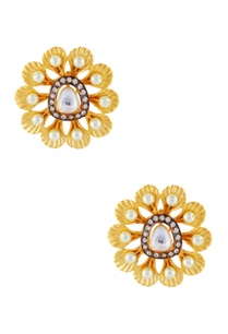 white-gold-flower-stud-earrings