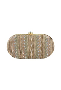 gold-oval-shaped-zardozi-clutch
