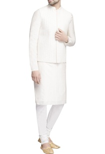 white-embroidered-bundi-with-kurta